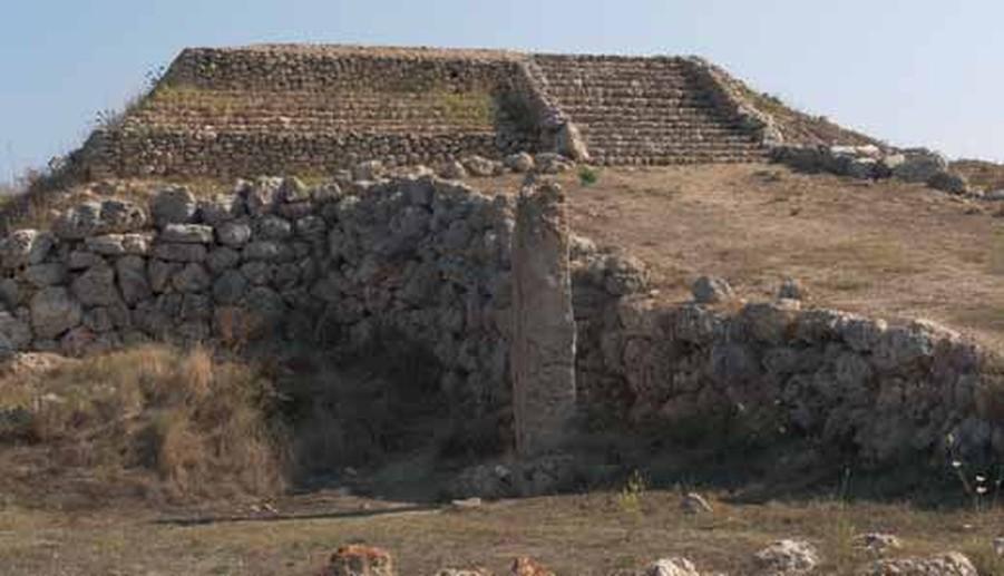 Sassari tempio altare di monte d 39 accoddi il complesso for Piccoli piani di costruzione dell hotel