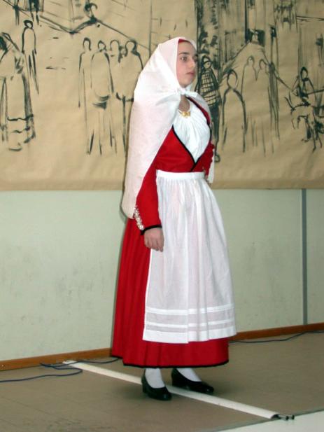 Il costume tradizionale di sassari informazioni for Vestito tradizionale giapponese femminile
